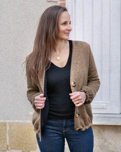 NB: Les corsages de la version en mohair noir et de la version en maille beige lurex sont allongés de 6 cm. La croisure du dernier est élargie comme expliqué dans l'article dédié à ce patron.